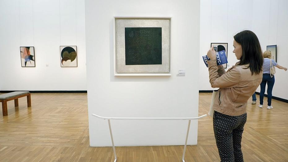 25-het-zwarte-vierkant-van-malevitsj-in-de-tretjakov-galerie-in-moskou_reinier